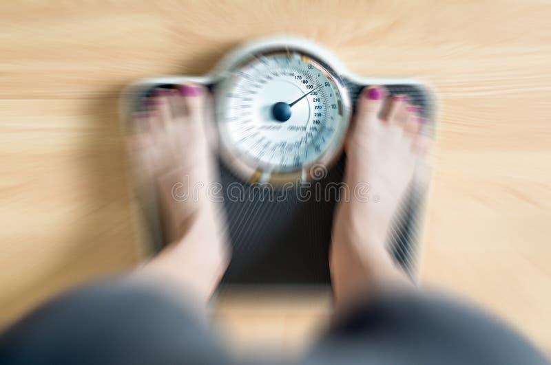 πόδια θηλυκής κλίμακας στοκ φωτογραφία με δικαίωμα ελεύθερης χρήσης
