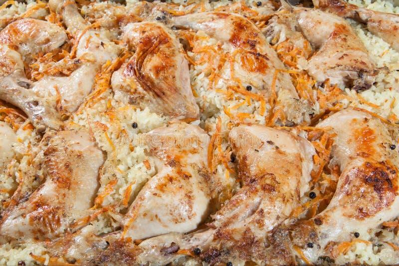Πόδια κοτόπουλου με το ρύζι και τα καρότα στοκ φωτογραφία με δικαίωμα ελεύθερης χρήσης