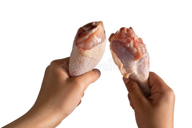 Πόδια κοτόπουλου φρέσκου κρέατος υπό εξέταση απομονωμένο στο λευκό υπόβαθρο στοκ φωτογραφίες