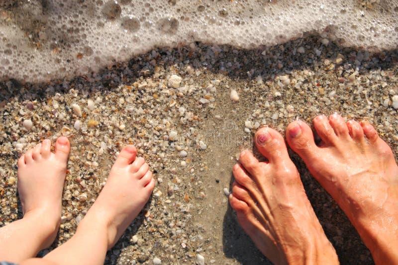 Download πόδια κυματωγών στοκ εικόνες. εικόνα από κορίτσι, πόδια - 383956