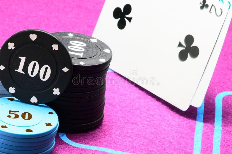 Πόκερ και glamor ένας φωτεινός καμβάς στοκ εικόνα