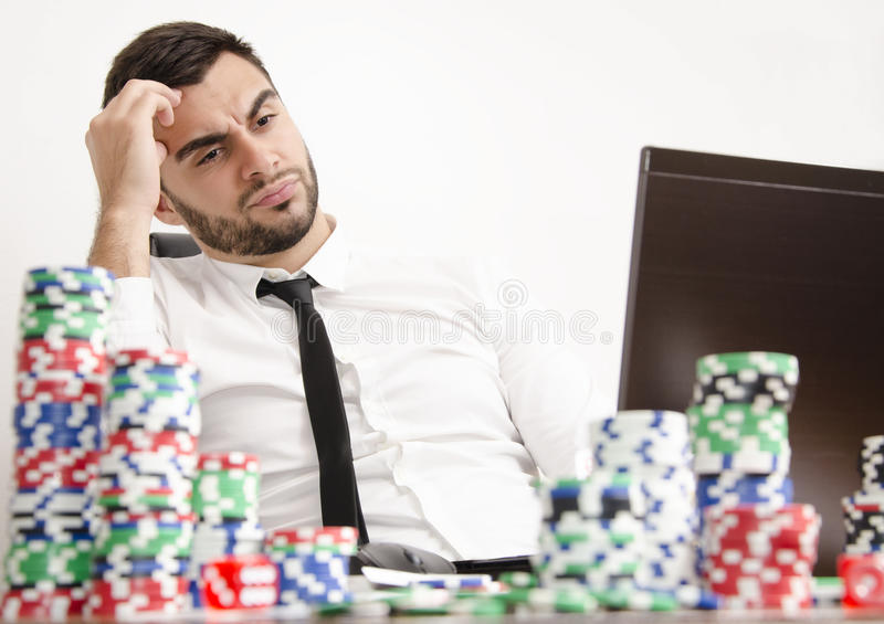 Πόκερ on-line που έχει το πρόβλημα στοκ φωτογραφία