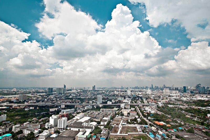 Πόλεων άποψης οριζόντων αρχιτεκτονικής αστικό οικοδόμησης στο κέντρο της πόλης τοπίο β ουρανού πανοράματος κωμοπόλεων εικονικής π στοκ φωτογραφίες με δικαίωμα ελεύθερης χρήσης