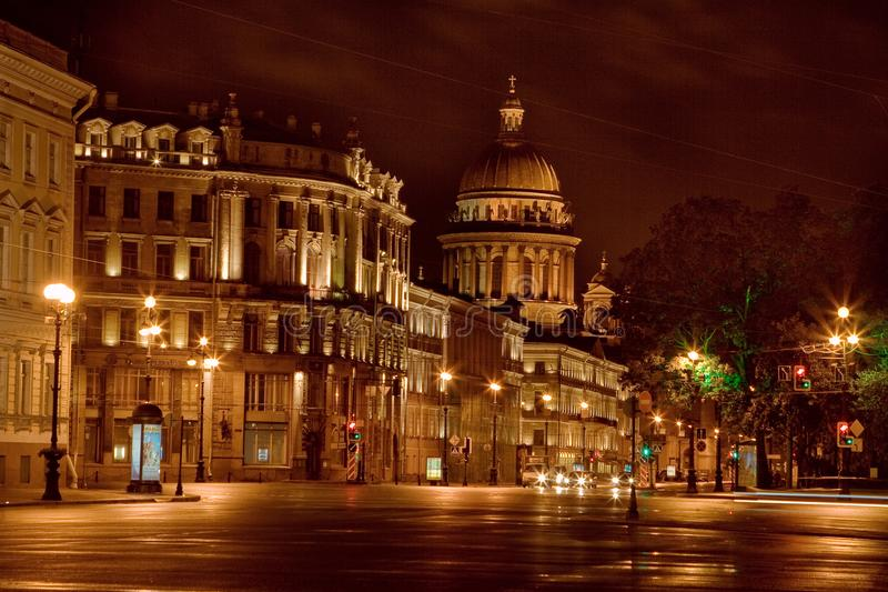 Πόλη Άγιος-Πετρούπολη νύχτας στοκ εικόνες