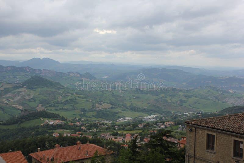 Πόλη βουνών κάπου στην Ιταλία στοκ φωτογραφίες