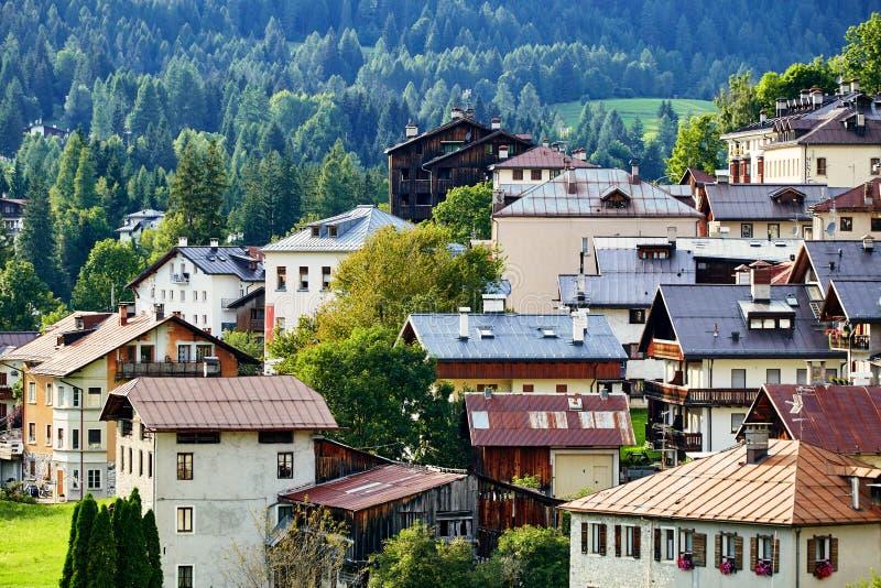 """Πόλη δ """"Ampezzo Cortina στο φως της ημέρας στοκ φωτογραφίες"""