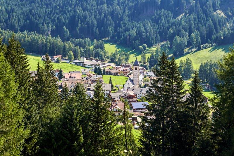 """Πόλη δ """"Ampezzo Cortina στο φως της ημέρας στοκ εικόνες με δικαίωμα ελεύθερης χρήσης"""
