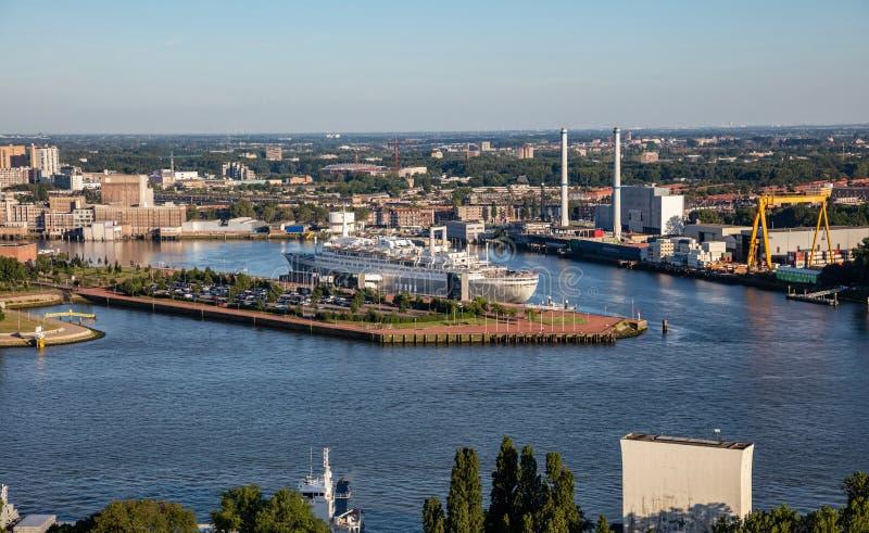 Πόλη και λιμάνι του Ρότερνταμ Κάτω Χώρες Εναέρια άποψη από τον πύργο Euromast, ηλιόλουστη ημέρα στοκ φωτογραφία με δικαίωμα ελεύθερης χρήσης