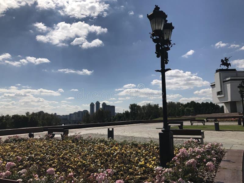 Πόλη νίκης οδικών πάρκων θερινής ημέρας της Μόσχας στοκ φωτογραφίες