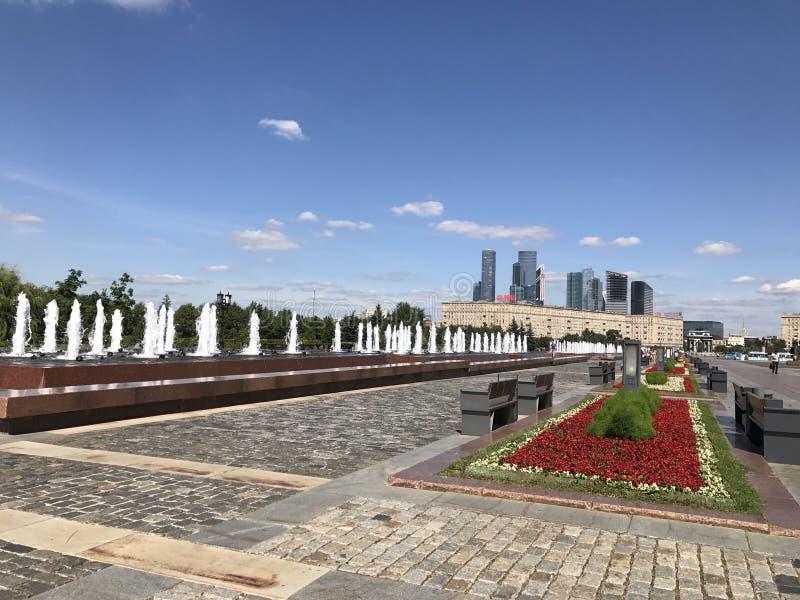 Πόλη νίκης οδικών πάρκων θερινής ημέρας της Μόσχας στοκ φωτογραφία