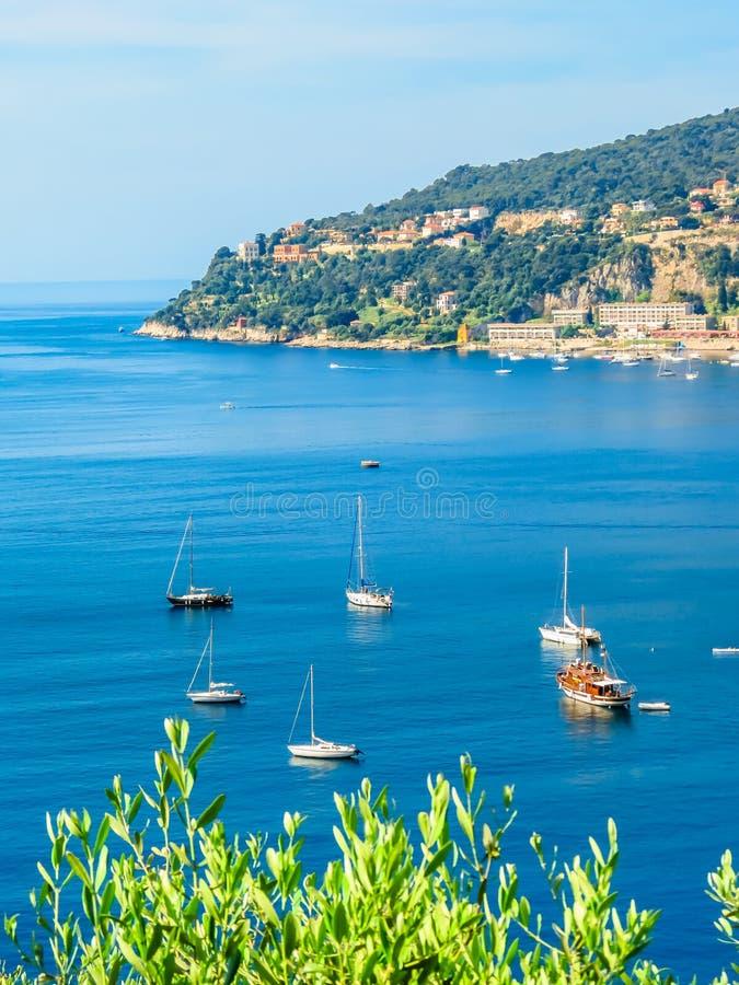 """Πόλη παραλιών στο γαλλικό Riviera Τοπίο του υπόστεγου δ """"Azur, Villefranche-sur-Mer, Γαλλία στοκ φωτογραφία με δικαίωμα ελεύθερης χρήσης"""