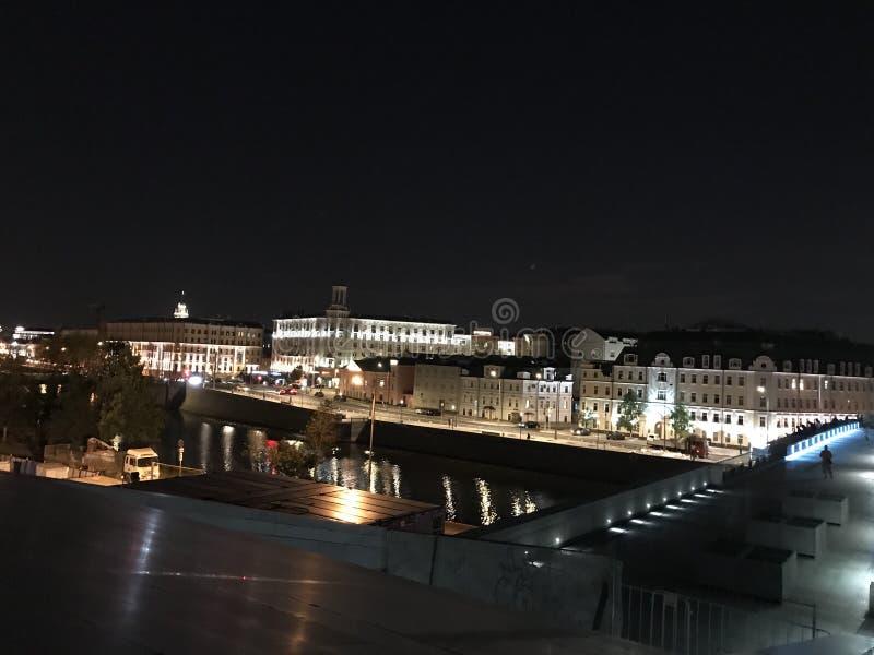 Πόλη ποταμών θερινής νύχτας της Μόσχας στοκ εικόνες με δικαίωμα ελεύθερης χρήσης
