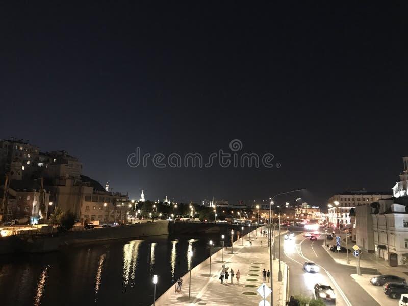 Πόλη ποταμών θερινής νύχτας της Μόσχας στοκ φωτογραφία