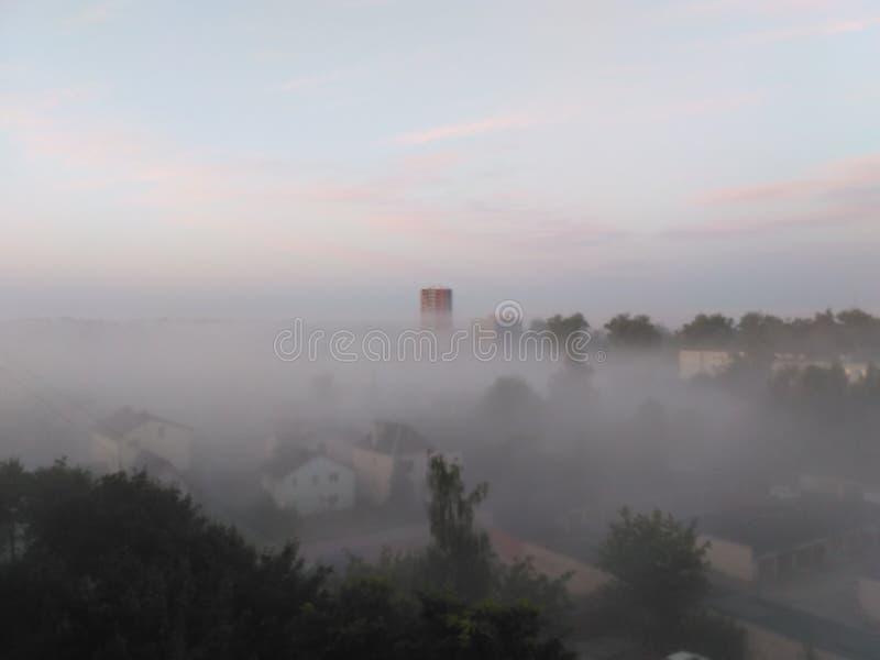 Πόλη στην ομίχλη στοκ εικόνα με δικαίωμα ελεύθερης χρήσης
