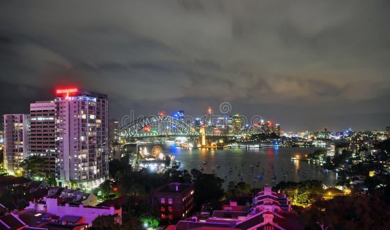 Πόλη της γέφυρας του Σύδνεϋ και λιμανιών στοκ εικόνα