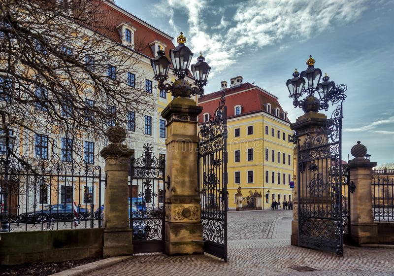 Πόλη της Δρέσδης Σαξωνία Γερμανία Κέντρο της παλαιάς πόλης Εκλεκτής ποιότητας φανάρια στοκ εικόνες με δικαίωμα ελεύθερης χρήσης