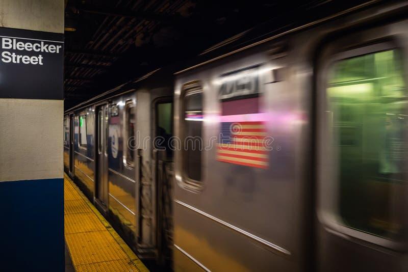 Πόλη της Νέας Υόρκης, ΗΠΑ - 23 ΦΕΒΡΟΥΑΡΊΟΥ 2018: Ο σταθμός μετρό στο σταθμό οδών Bleecker σε NYC στοκ φωτογραφία με δικαίωμα ελεύθερης χρήσης