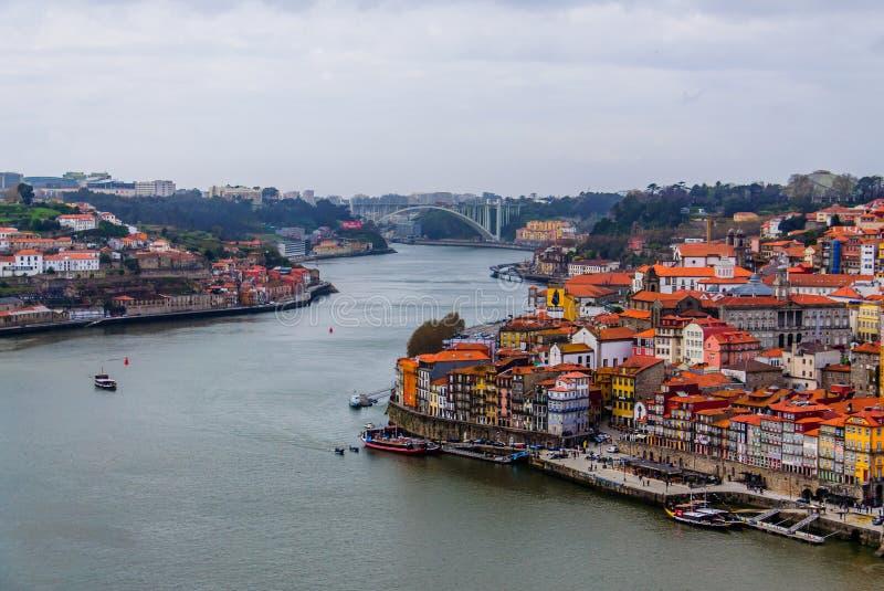 Πόλη της τοπ άποψης του Πόρτο με τη γέφυρα Arrabida στοκ φωτογραφία με δικαίωμα ελεύθερης χρήσης