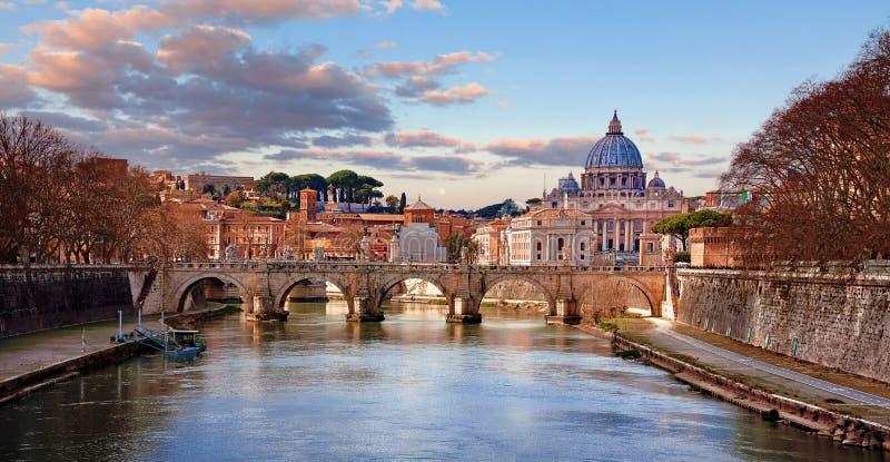 Πόλη του Βατικανού βασιλικών Αγίου Peters θόλων cityscape στοκ εικόνες με δικαίωμα ελεύθερης χρήσης
