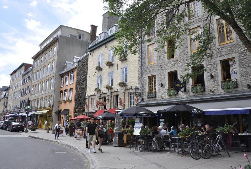 Πόλη του Κεμπέκ, στις 28 Ιουνίου: Ζωηρόχρωμα πέτρινα σπίτια από τη λεωφόρο Champlain της πόλης του Κεμπέκ στον Καναδά στοκ εικόνα με δικαίωμα ελεύθερης χρήσης