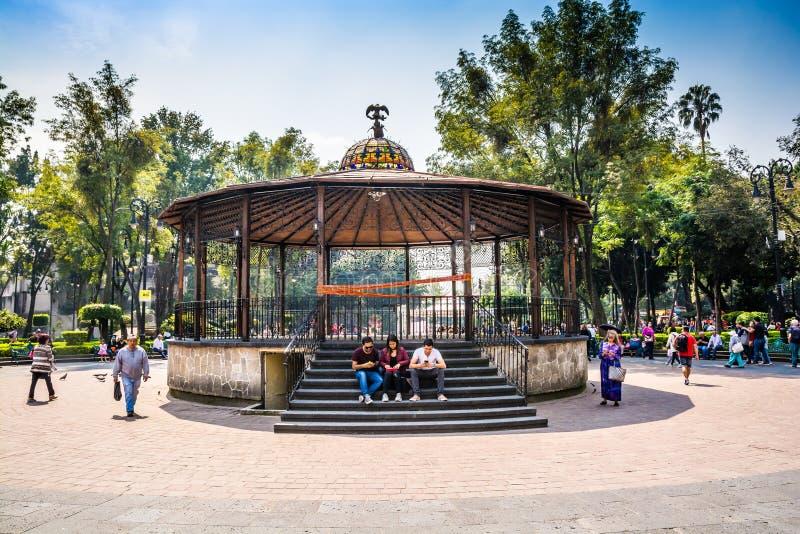 Πόλη του Μεξικού, Μεξικό - 26 Οκτωβρίου 2018 Altan στην πλατεία Coyoacan με το σύμβολο φιδιών στοκ εικόνα με δικαίωμα ελεύθερης χρήσης