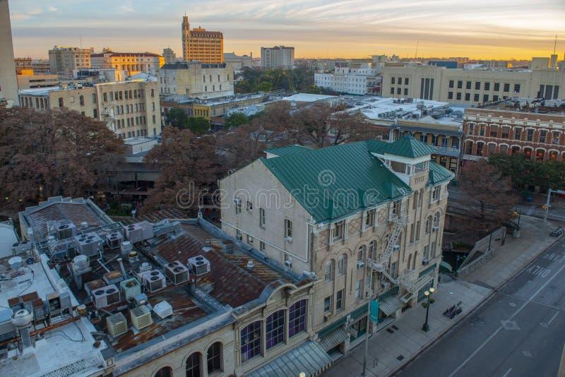 Πόλη του San Antonio στο λυκόφως ανατολής, Τέξας, ΗΠΑ στοκ εικόνες