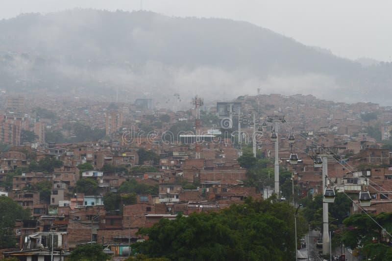 Πόλη τραγουδιών Medellin και cablecar σύστημα μεταφοράς στοκ φωτογραφία με δικαίωμα ελεύθερης χρήσης
