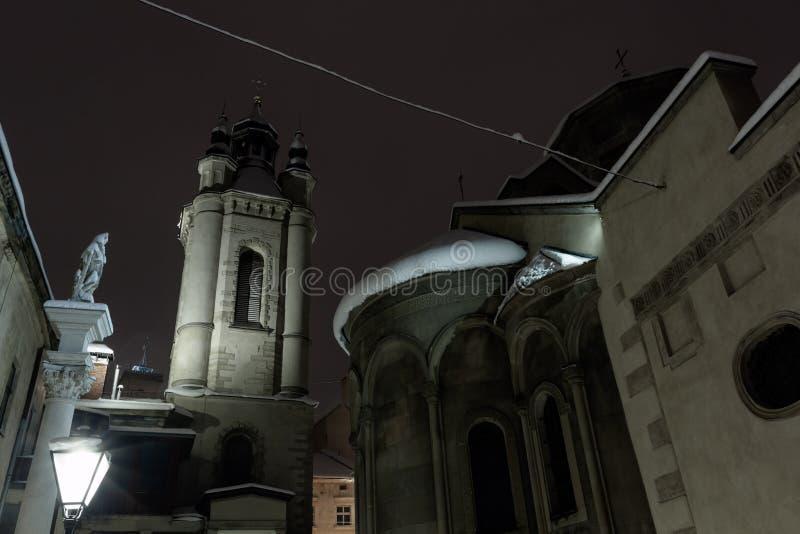 Πόλη χειμερινού Lviv λυκόφατος, Ουκρανία στοκ φωτογραφίες