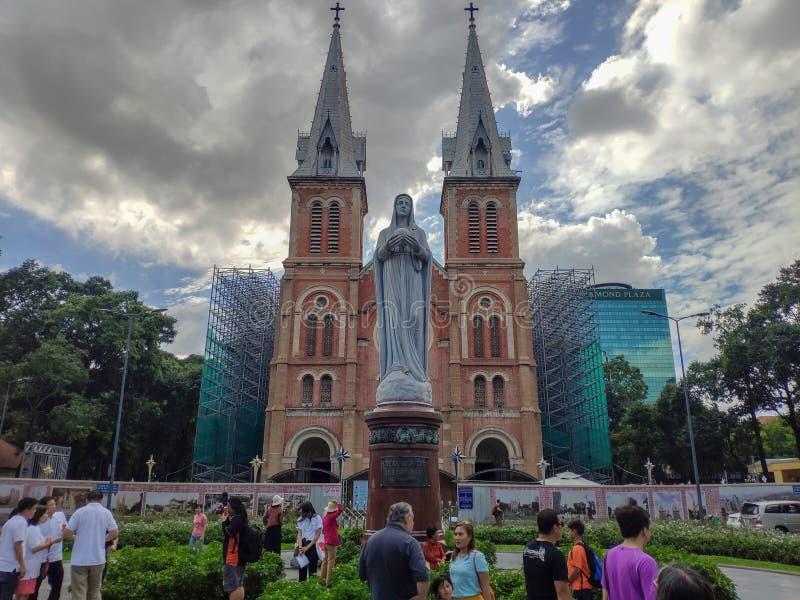 ΠΌΛΗ ΧΟ ΤΣΙ ΜΙΝΧ SAIGON, ΒΙΕΤΝΆΜ - ΤΟΝ ΙΟΎΛΙΟ ΤΟΥ 2019: Αναδημιουργία της βασιλικής καθεδρικών ναών της Notre-Dame Saigon στοκ εικόνα