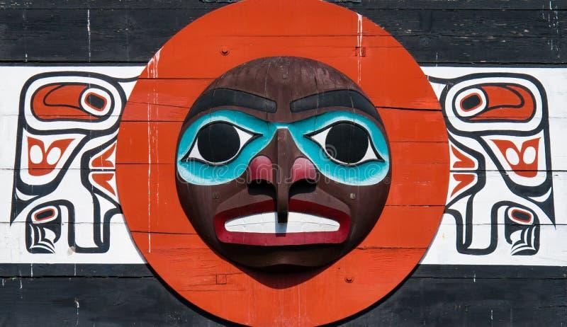 Πόλος τοτέμ ιθαγενών που αντιπροσωπεύει το μοναδικό πολιτισμό των πρώτων εθνών στοκ φωτογραφίες