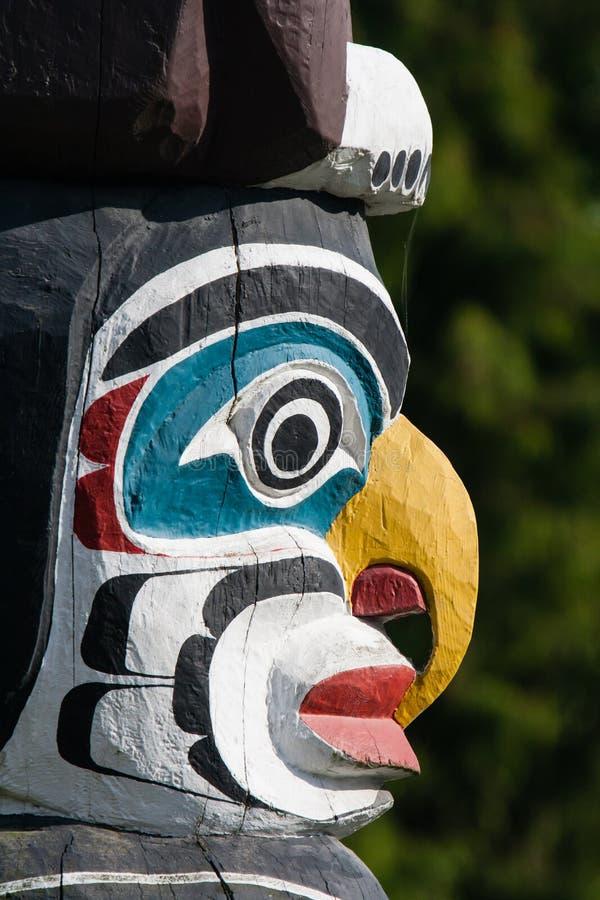 Πόλος τοτέμ ιθαγενών που αντιπροσωπεύει το μοναδικό πολιτισμό των πρώτων εθνών στοκ εικόνες με δικαίωμα ελεύθερης χρήσης