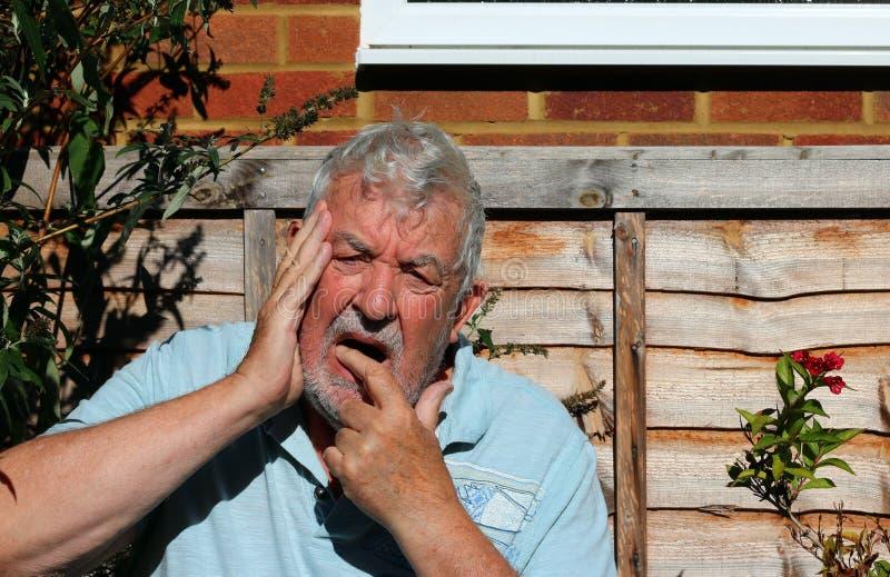 Πόνος ή πόνος δοντιών στοκ φωτογραφία με δικαίωμα ελεύθερης χρήσης