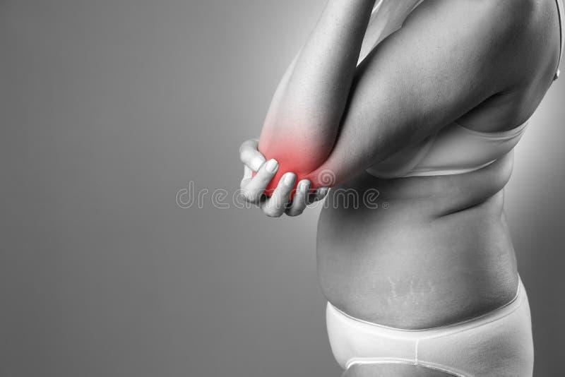 Πόνος στην ένωση, προσοχή των θηλυκών χεριών, πόνος στο σώμα γυναικών ` s στοκ εικόνες