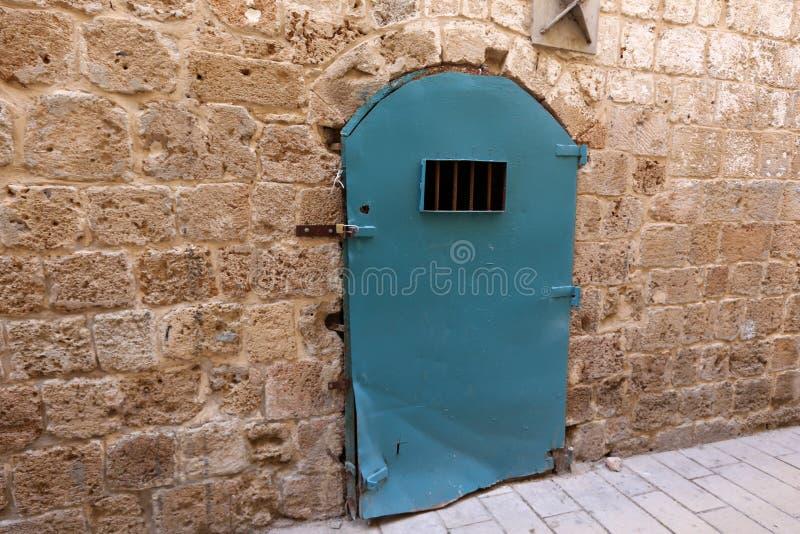 Πόρτα - άνοιγμα στον τοίχο στοκ φωτογραφία με δικαίωμα ελεύθερης χρήσης