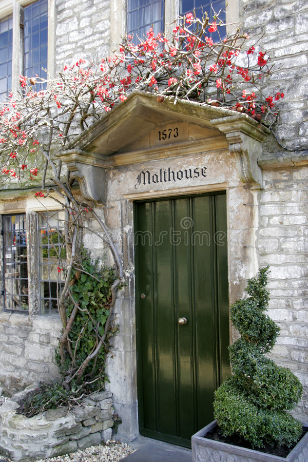 πόρτα αγγλικά εξοχικών σπι στοκ εικόνες με δικαίωμα ελεύθερης χρήσης