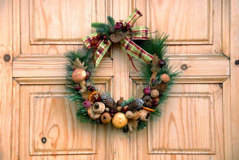 πόρτα διακοσμήσεων Χριστ&om στοκ φωτογραφία