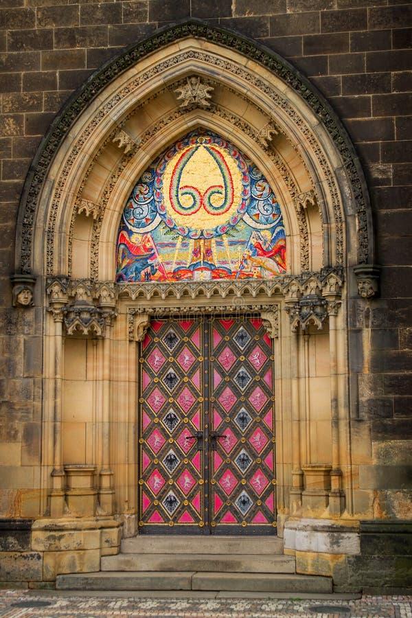 Πόρτα εισόδων του νεογοτθικού Αγίου Peter και του καθεδρικού ναού του Paul στοκ εικόνα με δικαίωμα ελεύθερης χρήσης