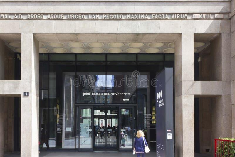 Πόρτα εισόδων Museo del Novecento στο Μιλάνο στοκ εικόνες