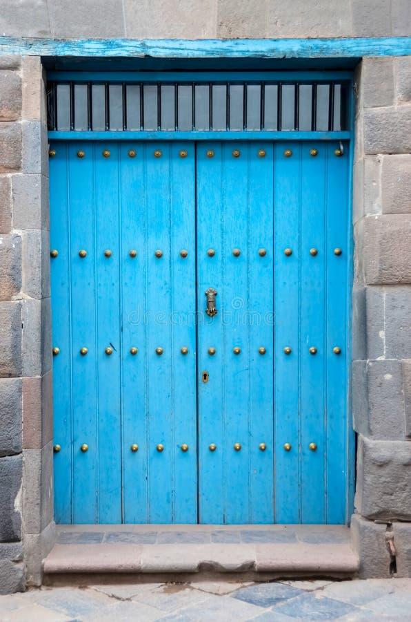 Πόρτα εκλεκτής ποιότητας μπλε Περού στοκ εικόνες με δικαίωμα ελεύθερης χρήσης