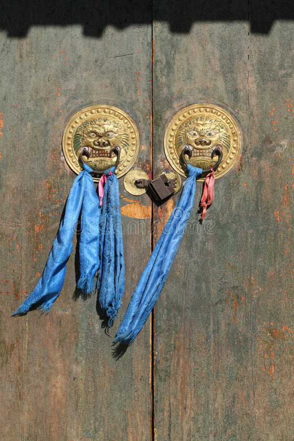 Πόρτα ενός θιβετιανού βουδιστικού μοναστηριού στοκ εικόνες με δικαίωμα ελεύθερης χρήσης