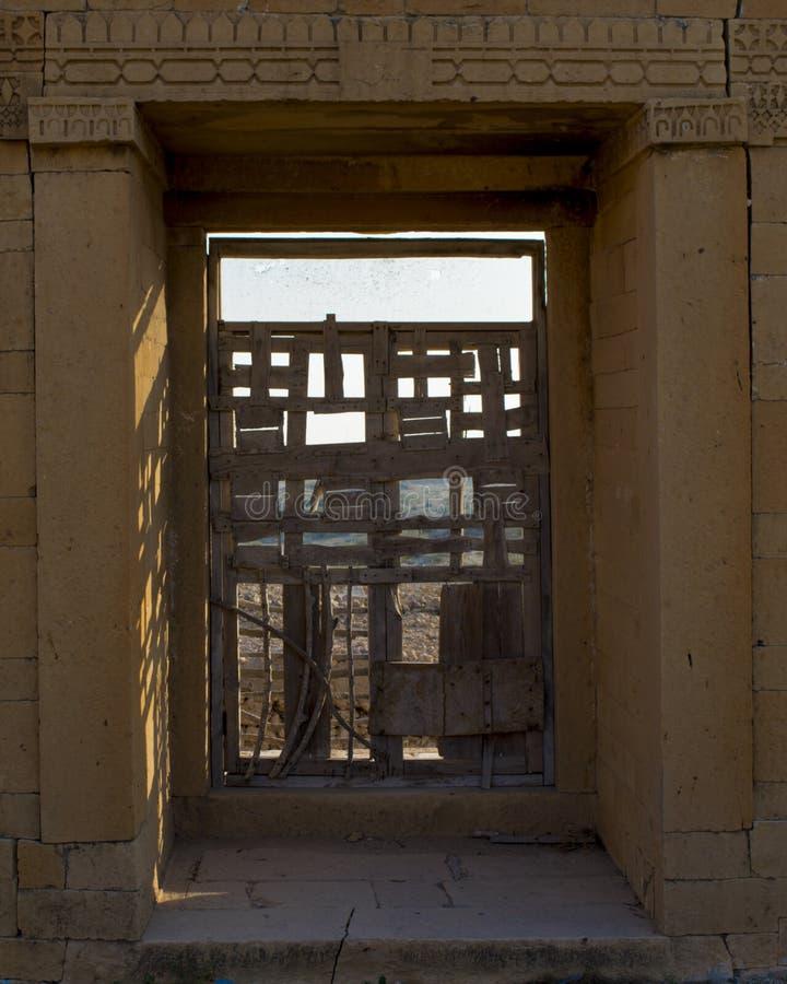 Πόρτα ενός κτηρίου στοκ φωτογραφία με δικαίωμα ελεύθερης χρήσης