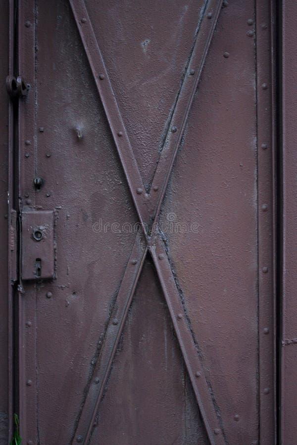 Πόρτα μετάλλων - κινηματογράφηση σε πρώτο πλάνο στοκ φωτογραφίες με δικαίωμα ελεύθερης χρήσης
