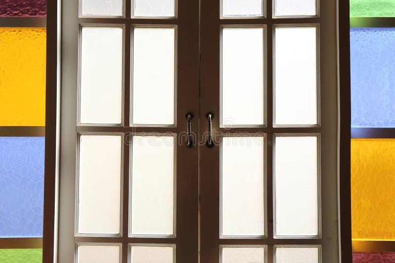 Πόρτα με το ζωηρόχρωμο γυαλί στοκ φωτογραφία με δικαίωμα ελεύθερης χρήσης