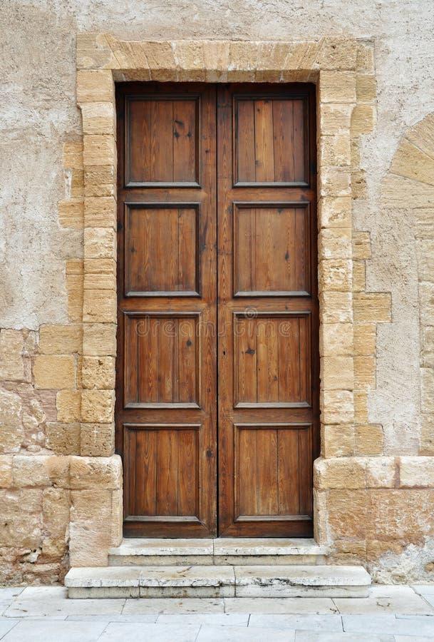 πόρτα ξύλινη στοκ εικόνα με δικαίωμα ελεύθερης χρήσης