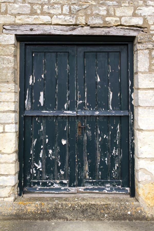Πόρτα που έχει ανάγκη από χρώμα στοκ εικόνες