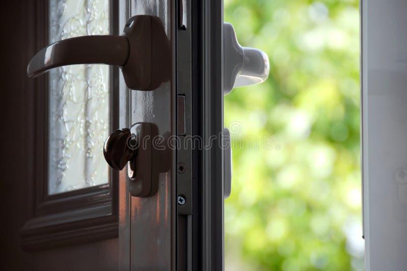 πόρτα που ανοίγουν στοκ εικόνες