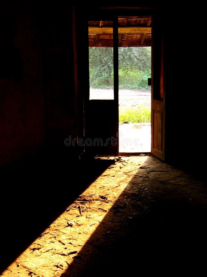 πόρτα που συχνάζεται στοκ εικόνα