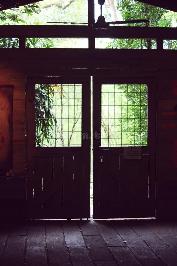 Πόρτα προς τη φύση στοκ εικόνες