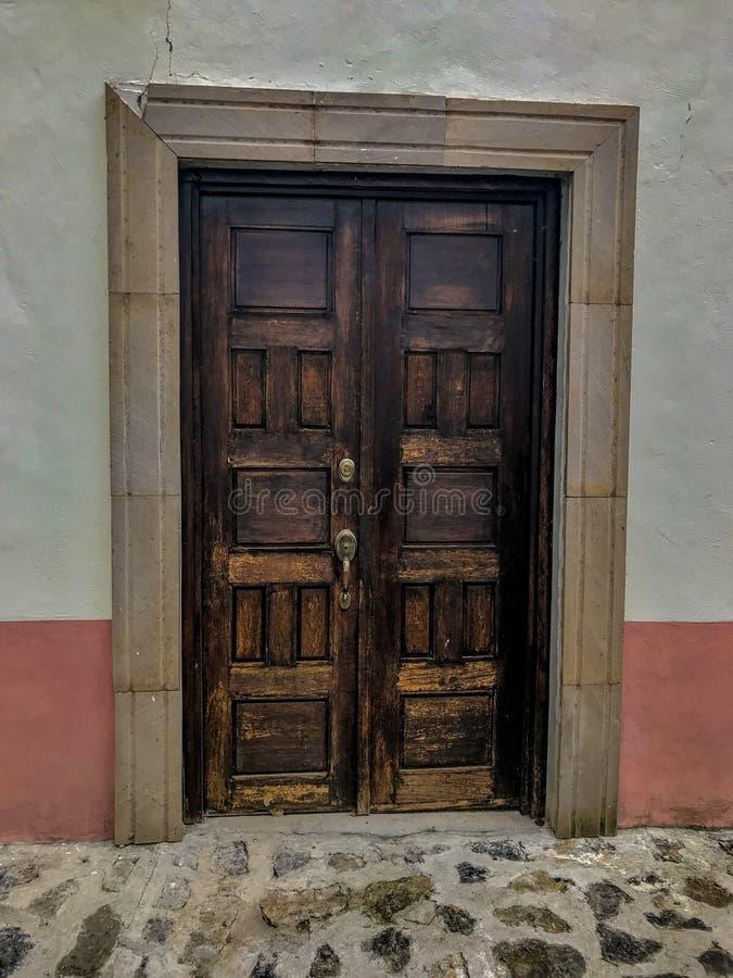 Πόρτα σε μια μαγική πόλη στοκ φωτογραφίες με δικαίωμα ελεύθερης χρήσης