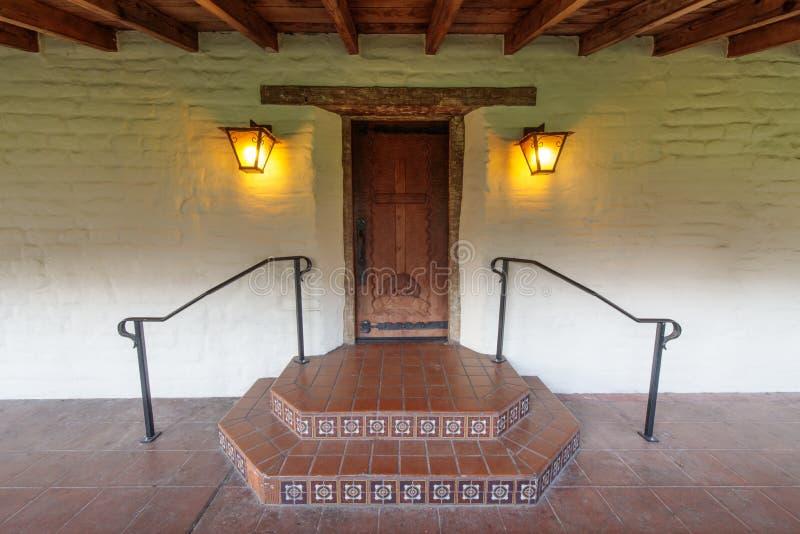 Πόρτα στην αποστολή Σάντα Κλάρα de Asis Σάντα Κλάρα, Καλιφόρνια, ΗΠΑ στοκ φωτογραφία